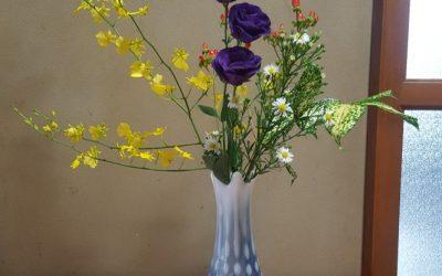 【スタッフのプライベート】気分転換久しぶりに行った祖母の家にお花を生けてみました(^O^)